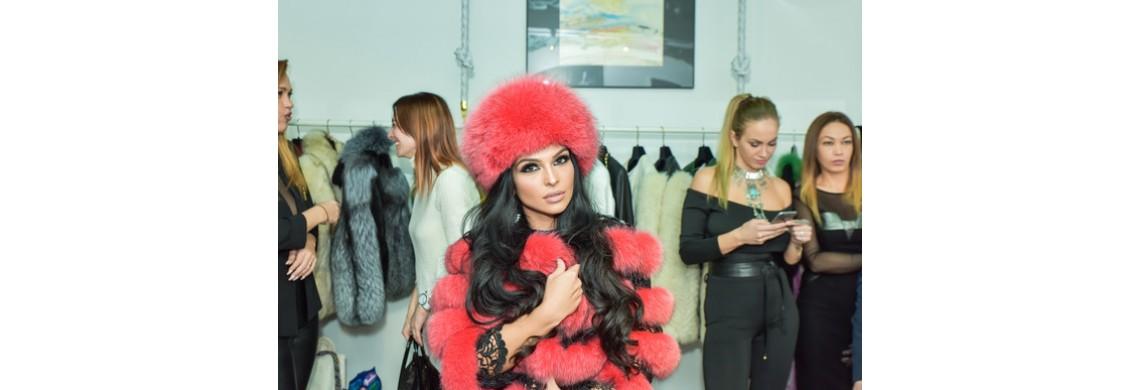 Solista Francisca a ales pentru aceasta iarna o haina de blana cu dantela, marca Adis Efect by Adriana Mandreanu